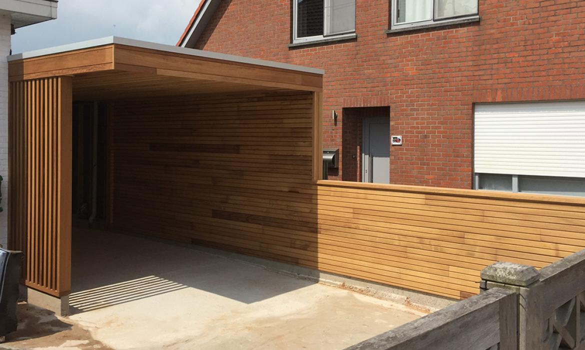 Moderne carport in afzelia door Woodproject