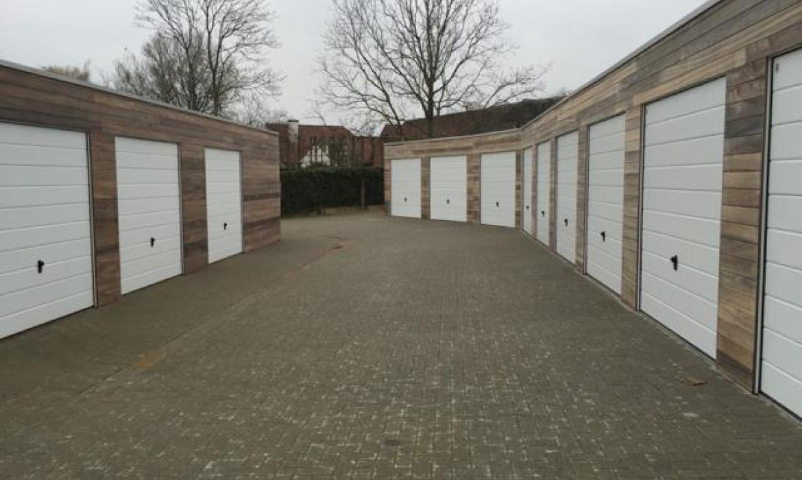 Houten garagecomplex in padoek door Woodproject