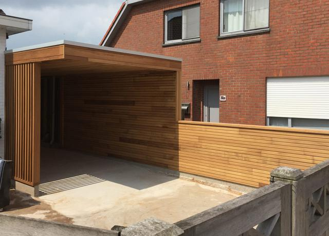 Moderne carport in iroko door Woodproject
