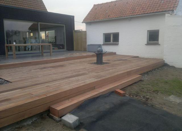 Terras in ip houten terrassen woodproject - Overdekt terras in hout ...