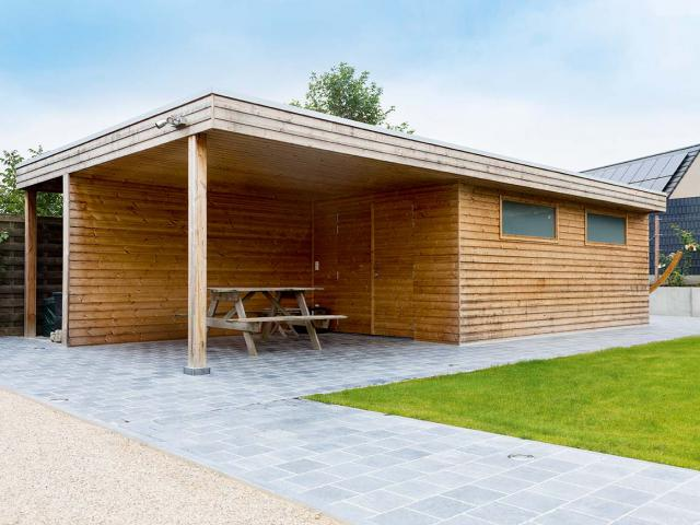 Tuinhuis met overkapping in hout thermowood