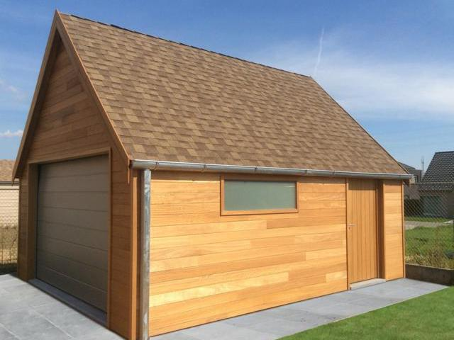 Houten garage in iroko hout door Woodproject