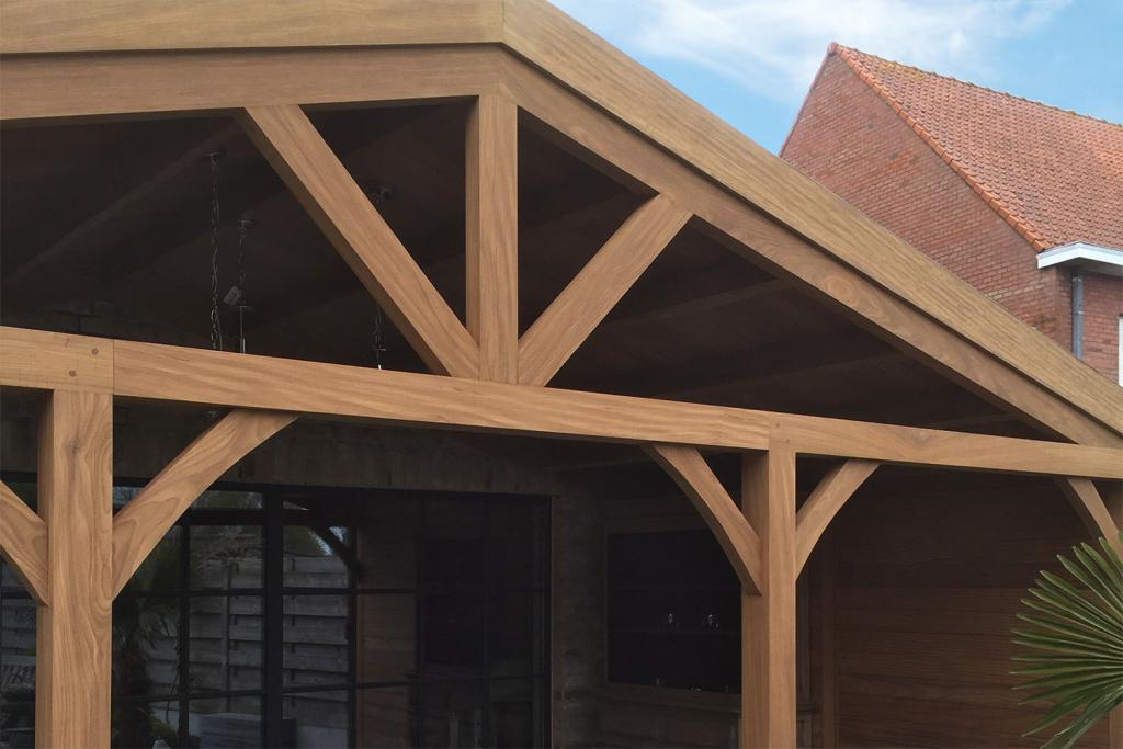 Pergola in afromosia houten poolhouses woodproject - Pergolas hout adossee ...